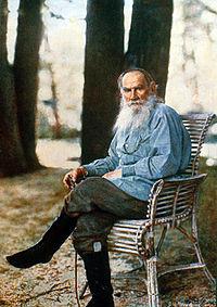 Lev Tolstoi en Yásnaya Polyana, 1908, la primera fotografía retrato en color en Rusia.